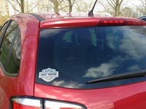 een sticker op een auto