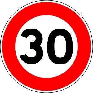 een verkeersbord met daarop 30
