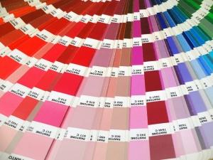 bafe3add4f5 Al kun je daar ook PMS-kleuren voor gebruiken. RGB-kleuren worden voor  beeldschermen gebruikt. In dit blog leggen we uit wat het verschil is  tussen ...