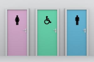 drie toiletdeuren met daarop stickers