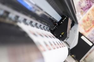 een printer die stickers aan maken is