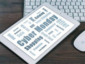 foto van tablet met tekst Cyber Monday