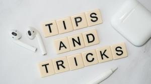 letters die de woorden tips and tricks vormen